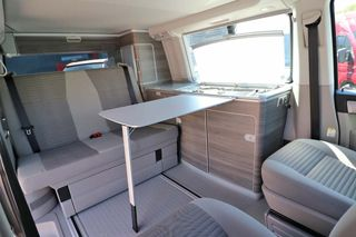 Volkswagen T6 California Ocean Living Area